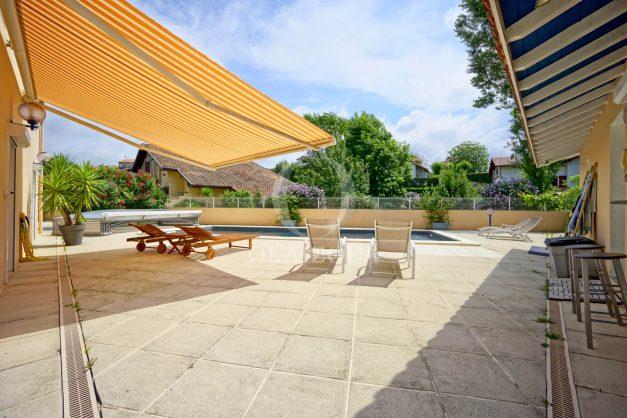 location-vacances-anglet-agence-olaizola-villa-piscine-parking-cinq-cantons-chambre-d-amour-plage-a-pied-terrasse-plancha-009