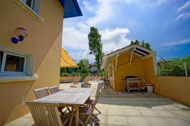 location-vacances-anglet-agence-olaizola-villa-piscine-parking-cinq-cantons-chambre-d-amour-plage-a-pied-terrasse-plancha-013