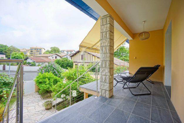 location-vacances-anglet-agence-olaizola-villa-piscine-parking-cinq-cantons-chambre-d-amour-plage-a-pied-terrasse-plancha-016