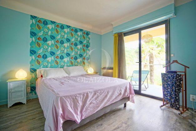 location-vacances-anglet-agence-olaizola-villa-piscine-parking-cinq-cantons-chambre-d-amour-plage-a-pied-terrasse-plancha-035