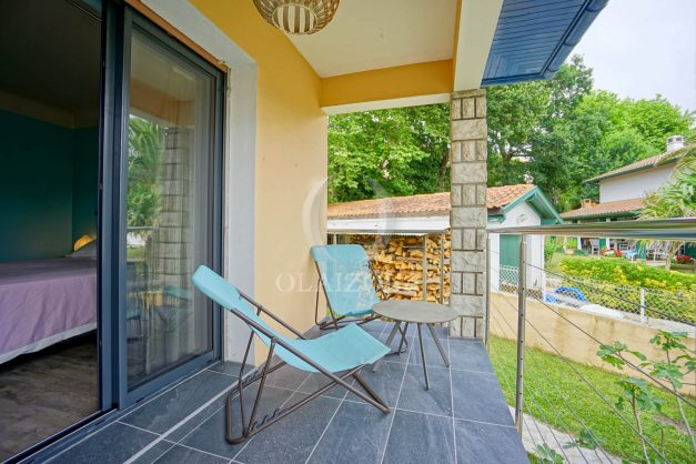 location-vacances-anglet-agence-olaizola-villa-piscine-parking-cinq-cantons-chambre-d-amour-plage-a-pied-terrasse-plancha-037