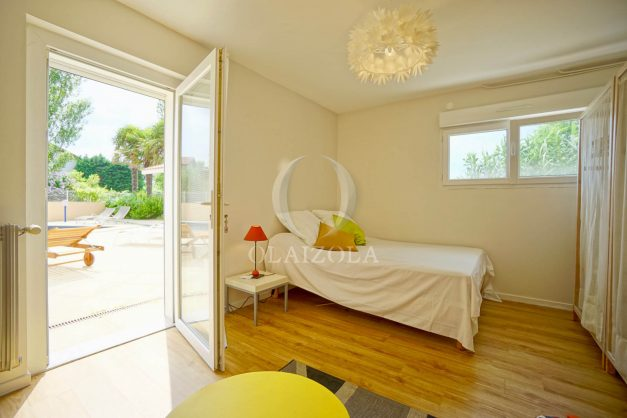location-vacances-anglet-agence-olaizola-villa-piscine-parking-cinq-cantons-chambre-d-amour-plage-a-pied-terrasse-plancha-046