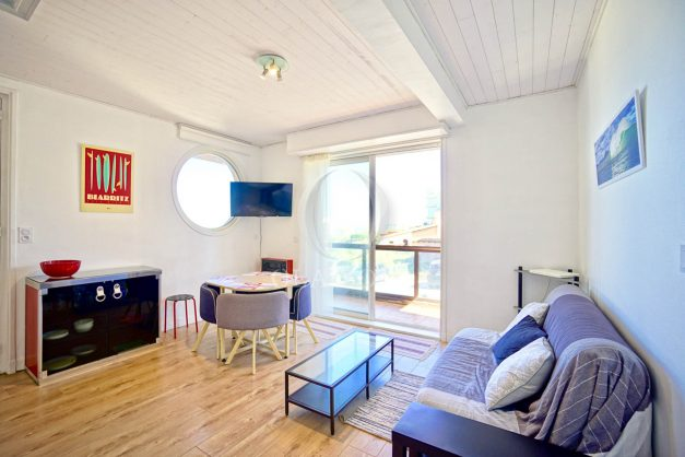 location-vacances-biarritz-agence-olaizola-cote-basque-plages-centre-ville-terrasse-vue-mer-parking-001