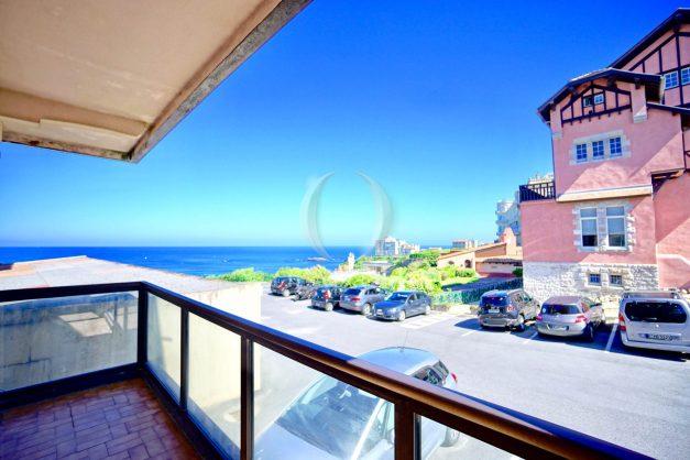 location-vacances-biarritz-agence-olaizola-cote-basque-plages-centre-ville-terrasse-vue-mer-parking-004