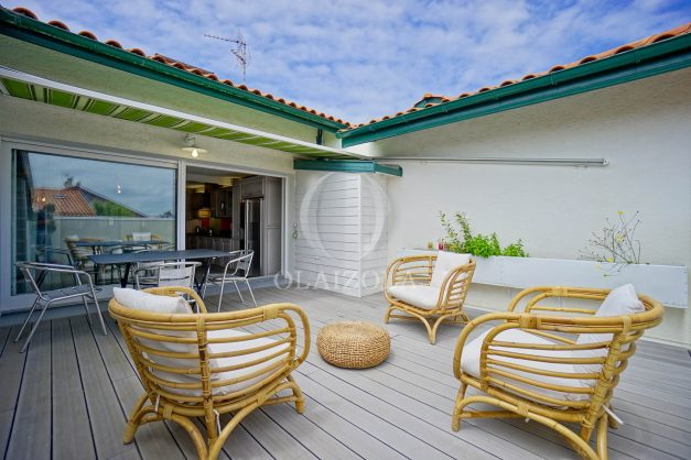 location-vacances-bidart-appartement-duplex-vue-montagne-mer-plage-a-pied-erretegia-proche-centre-commerce-residence-fronton-009