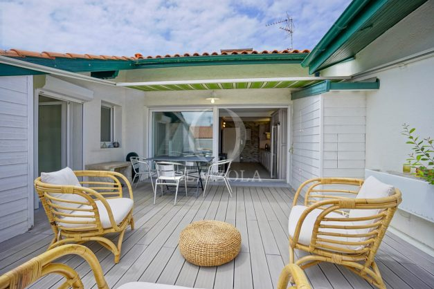location-vacances-bidart-appartement-duplex-vue-montagne-mer-plage-a-pied-erretegia-proche-centre-commerce-residence-fronton-010