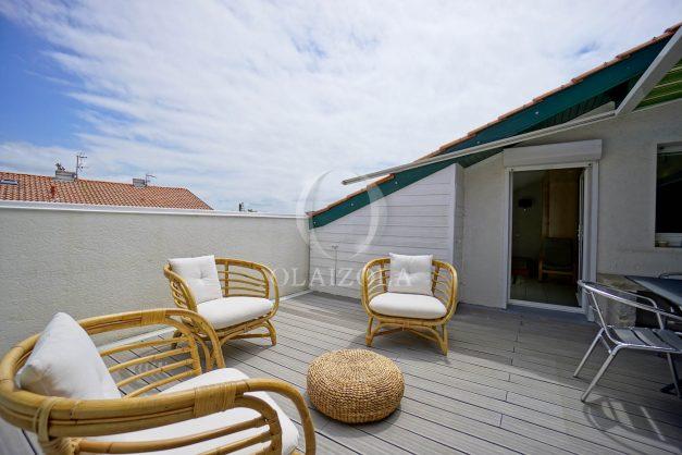 location-vacances-bidart-appartement-duplex-vue-montagne-mer-plage-a-pied-erretegia-proche-centre-commerce-residence-fronton-012