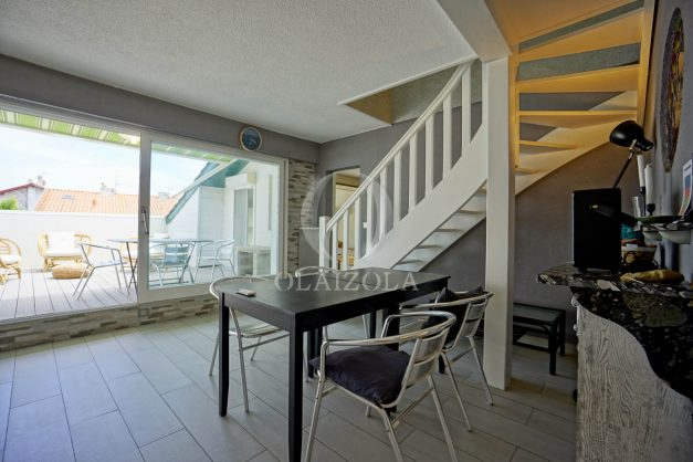 location-vacances-bidart-appartement-duplex-vue-montagne-mer-plage-a-pied-erretegia-proche-centre-commerce-residence-fronton-019