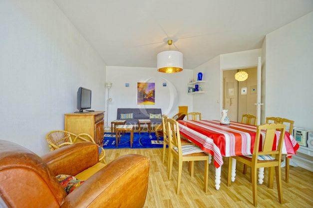 location-vacances-biarritz-agence-olaizola-appartement-centre-ville-terrasse-parking-plage-a-pied-009