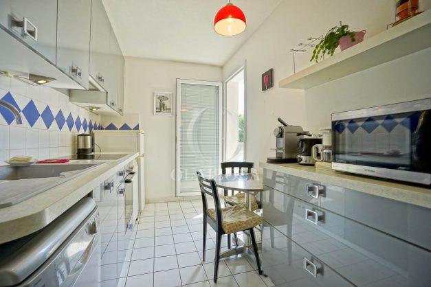 location-vacances-biarritz-agence-olaizola-appartement-centre-ville-terrasse-parking-plage-a-pied-010