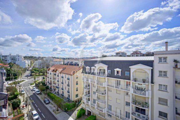 location-vacances-biarritz-appartement-type-2-balcon-centre-ville-vue-toit-2021-005