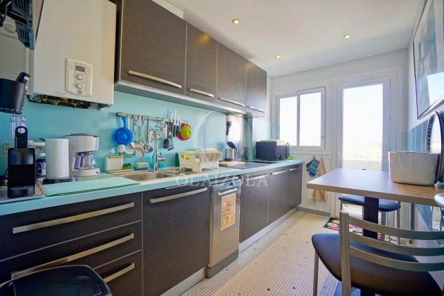 location-vacances-biarritz-appartement-type-2-balcon-centre-ville-vue-toit-2021-011