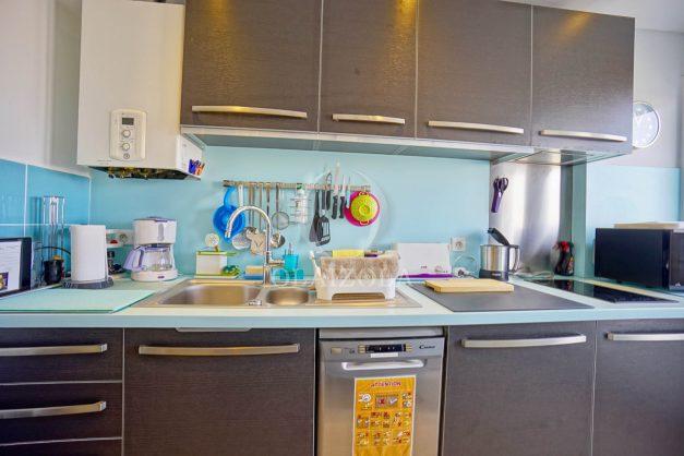 location-vacances-biarritz-appartement-type-2-balcon-centre-ville-vue-toit-2021-012