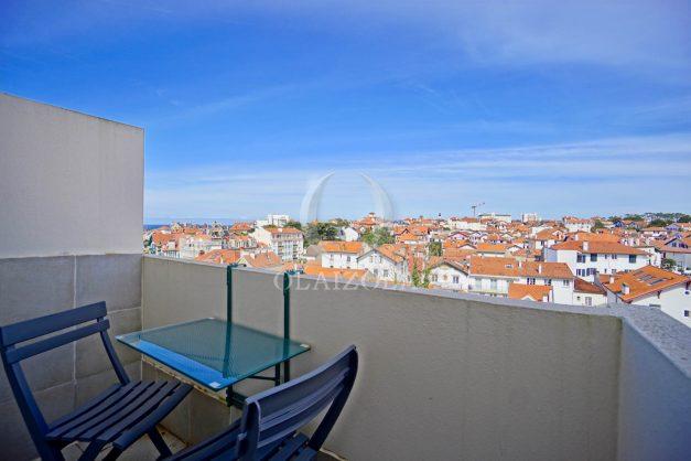 location-vacances-biarritz-appartement-type-2-balcon-centre-ville-vue-toit-2021-020