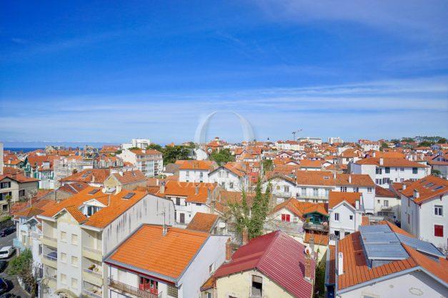 location-vacances-biarritz-appartement-type-2-balcon-centre-ville-vue-toit-2021-023