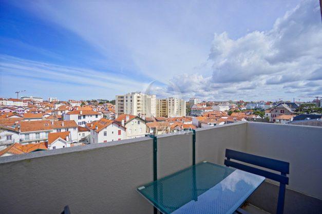 location-vacances-biarritz-appartement-type-2-balcon-centre-ville-vue-toit-2021-025