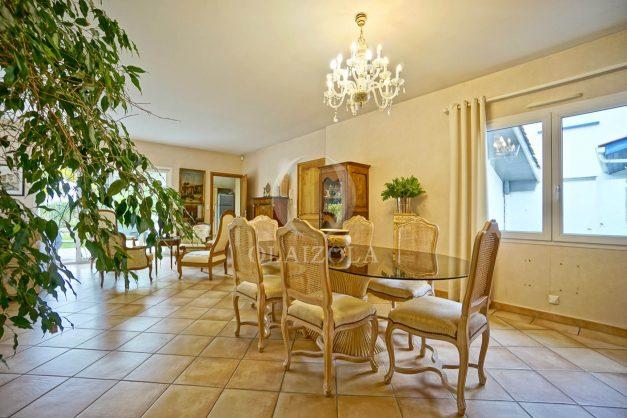 location-vacances-biarritz-villa-plain-pied-4pieces-piscine-barbeucue-jardin-spacieuse-sud-05-2021-24