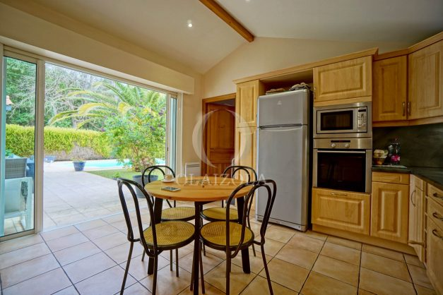 location-vacances-biarritz-villa-plain-pied-4pieces-piscine-barbeucue-jardin-spacieuse-sud-05-2021-28