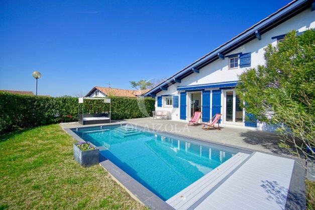 location-vacances-bidart-olaizola-maison-piscine-jardin-4-chambres- 8 personnes-centre-ville-plages-garage-002