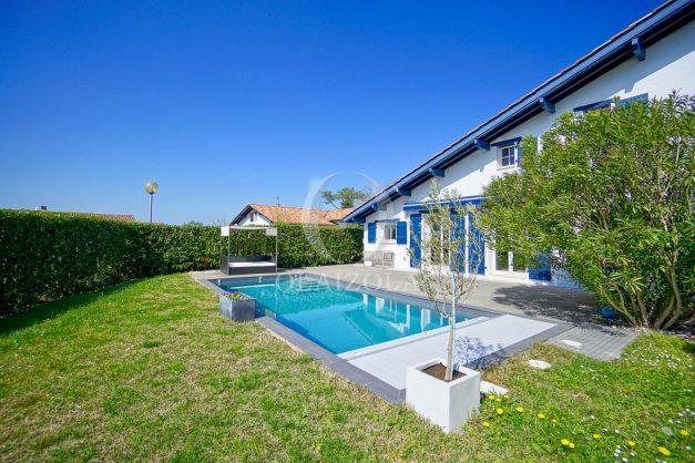 location-vacances-bidart-olaizola-maison-piscine-jardin-4-chambres- 8 personnes-centre-ville-plages-garage-003