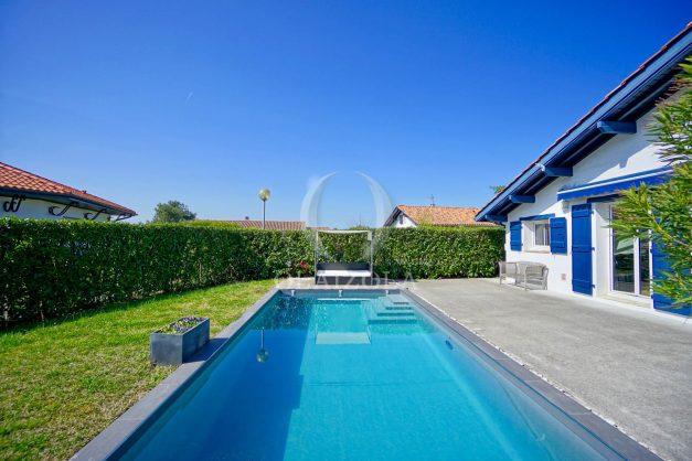 location-vacances-bidart-olaizola-maison-piscine-jardin-4-chambres- 8 personnes-centre-ville-plages-garage-006