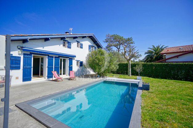 location-vacances-bidart-olaizola-maison-piscine-jardin-4-chambres- 8 personnes-centre-ville-plages-garage-007