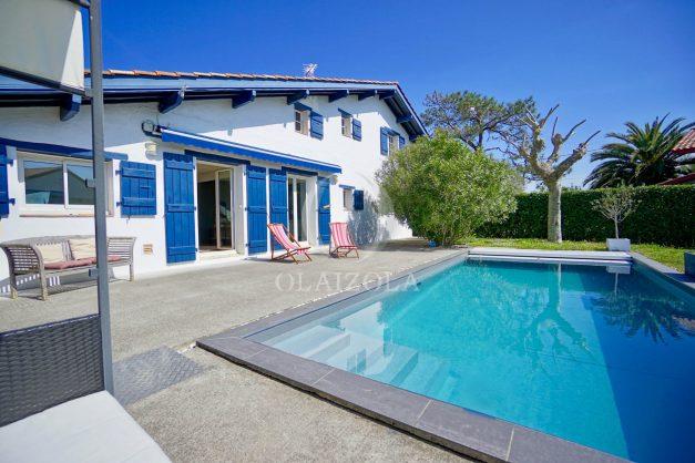 location-vacances-bidart-olaizola-maison-piscine-jardin-4-chambres- 8 personnes-centre-ville-plages-garage-008