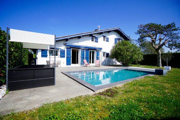 location-vacances-bidart-olaizola-maison-piscine-jardin-4-chambres- 8 personnes-centre-ville-plages-garage-009