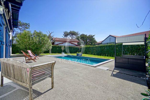 location-vacances-bidart-olaizola-maison-piscine-jardin-4-chambres- 8 personnes-centre-ville-plages-garage-010