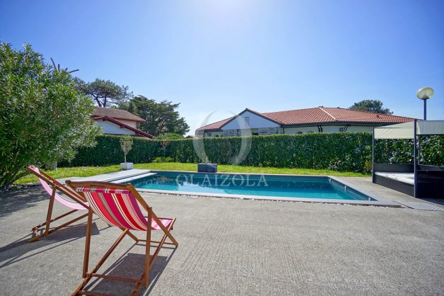location-vacances-bidart-olaizola-maison-piscine-jardin-4-chambres- 8 personnes-centre-ville-plages-garage-011