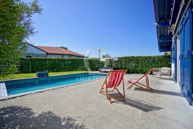 location-vacances-bidart-olaizola-maison-piscine-jardin-4-chambres- 8 personnes-centre-ville-plages-garage-012