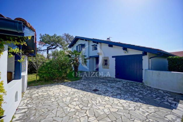 location-vacances-bidart-olaizola-maison-piscine-jardin-4-chambres- 8 personnes-centre-ville-plages-garage-013