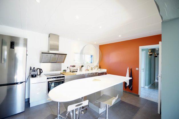 location-vacances-bidart-olaizola-maison-piscine-jardin-4-chambres- 8 personnes-centre-ville-plages-garage-016