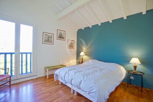location-vacances-bidart-olaizola-maison-piscine-jardin-4-chambres- 8 personnes-centre-ville-plages-garage-020