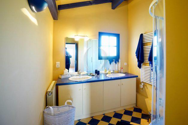 location-vacances-bidart-olaizola-maison-piscine-jardin-4-chambres- 8 personnes-centre-ville-plages-garage-022