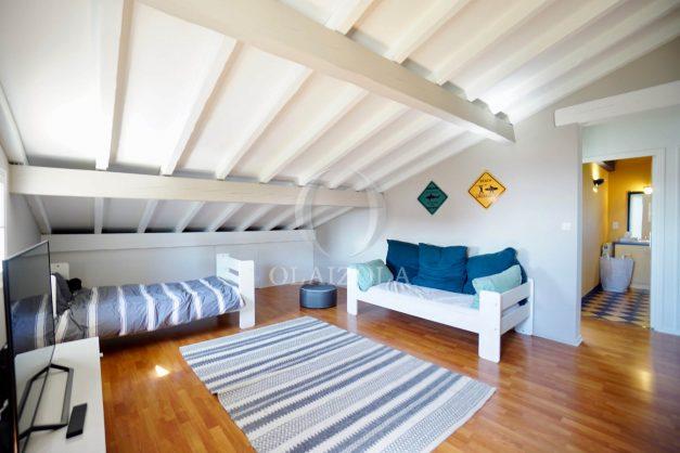 location-vacances-bidart-olaizola-maison-piscine-jardin-4-chambres- 8 personnes-centre-ville-plages-garage-024