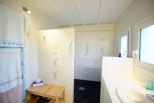 location-vacances-bidart-olaizola-maison-piscine-jardin-4-chambres- 8 personnes-centre-ville-plages-garage-027