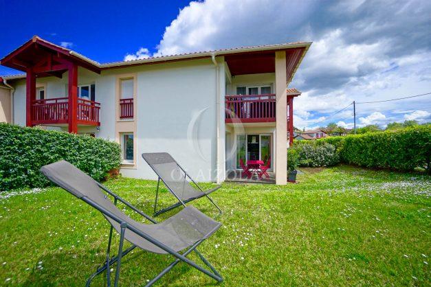 location-vacances-bidart-t-3-jardin-terrasse-piscine-proche-plage-et-village-parking-005