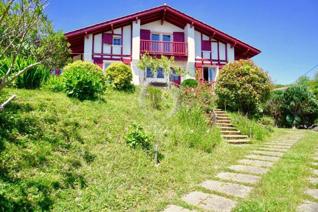 location-vacances-villa-bidart-agence -olaizola-jardin-jaccuzi-proche-plage-village-a-pied-001