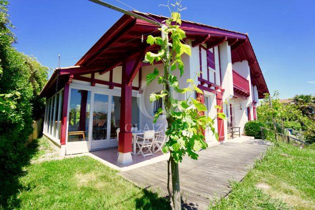 location-vacances-villa-bidart-agence -olaizola-jardin-jaccuzi-proche-plage-village-a-pied-002