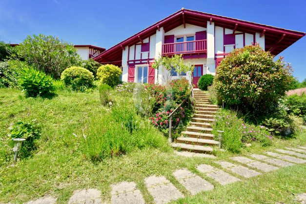 location-vacances-villa-bidart-agence -olaizola-jardin-jaccuzi-proche-plage-village-a-pied-007