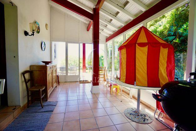 location-vacances-villa-bidart-agence -olaizola-jardin-jaccuzi-proche-plage-village-a-pied-010