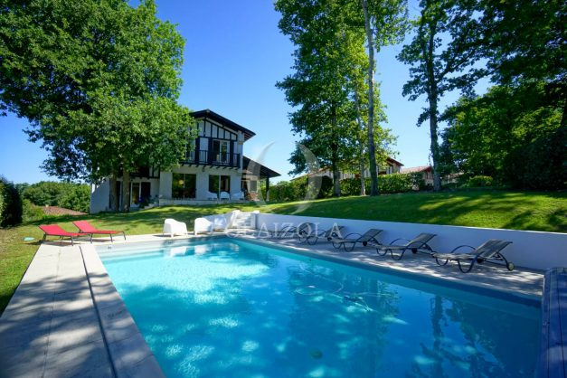 location-vacances-bassussary-villa-luxe-piscine-5-chambres-10-personnes-proche-golf-plage-biarritz-terrasses-2019-003002