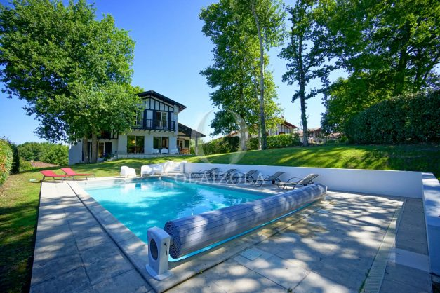 location-vacances-bassussary-villa-luxe-piscine-5-chambres-10-personnes-proche-golf-plage-biarritz-terrasses-2019-003003
