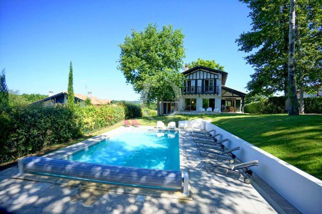 location-vacances-bassussary-villa-luxe-piscine-5-chambres-10-personnes-proche-golf-plage-biarritz-terrasses-2019-003004