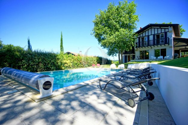 location-vacances-bassussary-villa-luxe-piscine-5-chambres-10-personnes-proche-golf-plage-biarritz-terrasses-2019-003005