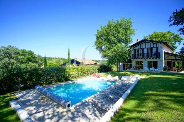 location-vacances-bassussary-villa-luxe-piscine-5-chambres-10-personnes-proche-golf-plage-biarritz-terrasses-2019-003006
