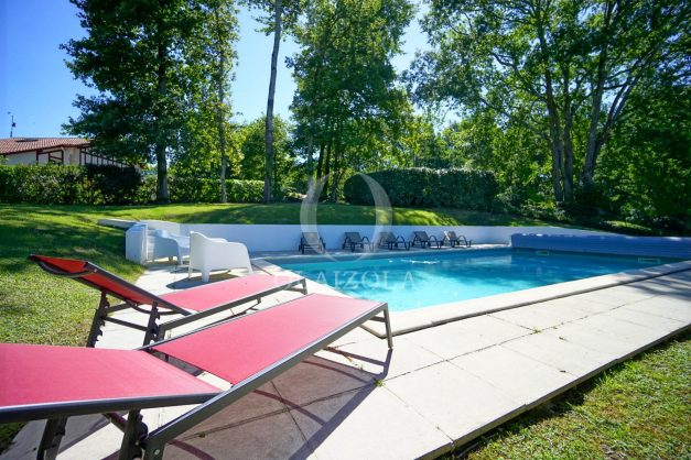 location-vacances-bassussary-villa-luxe-piscine-5-chambres-10-personnes-proche-golf-plage-biarritz-terrasses-2019-003007