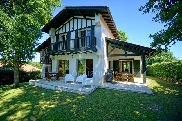 location-vacances-bassussary-villa-luxe-piscine-5-chambres-10-personnes-proche-golf-plage-biarritz-terrasses-2019-003013