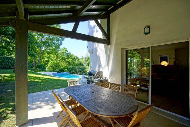 location-vacances-bassussary-villa-luxe-piscine-5-chambres-10-personnes-proche-golf-plage-biarritz-terrasses-2019-003015